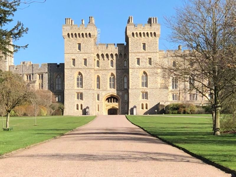 Windsor Castle and Stonehenge Private Car Tour
