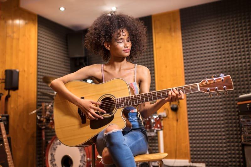 שיעורי גיטרה פרטיים - למתחילים