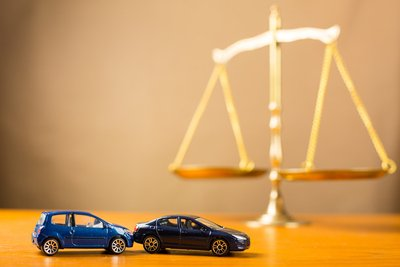 Reasons to Hire a Car Accident Lawyer Right Away